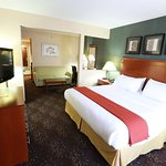 Photo de Holiday Inn Express Hotel & Suites West Chester