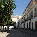 calle lateral de la plaza