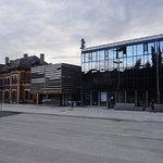 Bahnhofvorplatz, rechts Hotel