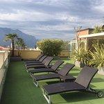Dachterrasse mit Blick auf die Berge und den Gardasee