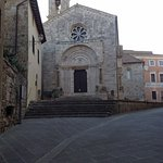 キージ広場(Piazza Chigi)の近くのダンテ・アリギエーリ通り(Via Dante Alighieri)沿いに教会があります。