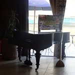 Un Hermoso Piano en el salon para el desayuno.