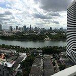 Photo de Somerset Lake Point Bangkok