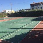 Deux terrains de tennis en état correct
