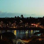 夕暮れのアラモアナビーチパーク