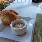 とても美味しいパンとバター