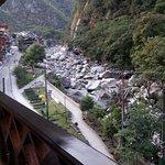 Balcón de la habitación de cara al río y montaña