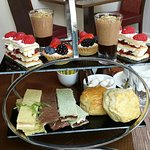 Great Afternoon Tea at Marriot Marble Arch. Refreshing cocktails and delicious food and tea.