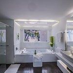 Casa Buenavista bathroom with jacuzzi
