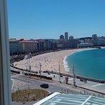 Vista de una de las playas que se ven desde una de las ventanas de la habitación