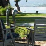 le parc au bord du lac et son plongeoir