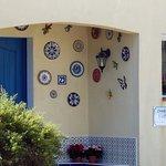 1 entrée (maison propriétaires), très joli, qui vous donne un avant-goût de l'endroit !!!