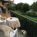 Nette, ruhige Lage und Zimmer mit Kitchenette und Balkon, aber in in Sachen Design und Komfort i