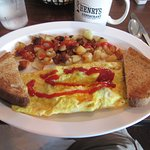 "Thursday's ""Special"": mushroom & cheese omellete with crispy home fries @ ""Henry's"""
