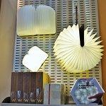 un livre-lampe du magasin du musée d'art contemporain de Chicago