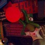 Foto do teto do Señor Frogs, tem várias frases legais!