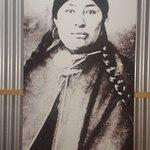 fotos de los aonikenk en una de sus salas