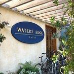 Photo de Waters Edge Hotel
