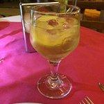 Una bebida a base de vino blanco. ¡Deliciosa!