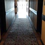 pasillo alfombrado