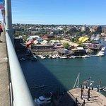 Drake st.からGranville橋を渡ってIslandに行く途中、橋下に見えるGranville Island