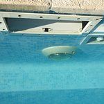 sysyeme de filtration de l'eau vert, en panne.