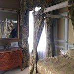 Four-poster bed at green room