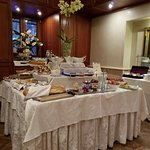 Great breakfest buffet with local dishes, pastries, meats, quiches. You can also order hot items