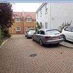 "Red Lion Hotel Hillingdon / Uxbridge Hotel ""car park"""