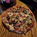 トマトソースがたっぷりのピザ