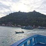 Bilder von Strand und der Crystal Dive Bar + Tauchboot