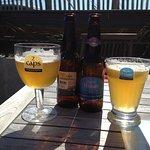 Lokale biertjes, gedronken op het 'strand'-terras...
