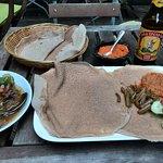 Tsebhi / Key Wot und ein eritreisches Lagerbier