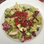 Gemischter Salat mit frischem Obst