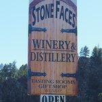 Foto de Stone Faces Winery