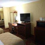 Clarion Inn & Suites University Center Foto