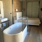 Bedroom/tub in the Massai suite, Le Dortoir
