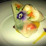 Rouleaux crevettes petits légumes sur sauce mangue