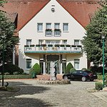 Steigenberger Hotel Treudelberg Haupteingang