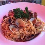 Spaghettis aux palourdes, attimi italy et tiramisu cafe