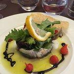 entrée : sardines marinées avec sa tuile au parmesan