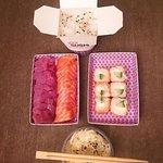 Menu Sashimi thon/saumon à 18,90€ avec deux accompagnements compris dans le menu(ici riz vinaigr
