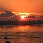 Atardecer en el Río Amazonas