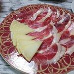 Jamón ibérico y queso manchego / Chorizos