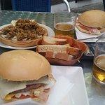 Hamburguesas y Ortigas fritas