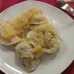 Empanadillas rellenas de repollo y setas o de patata y queso