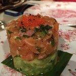 Tartar salmón y maki variado