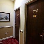 Photo de Harcourt Hotel