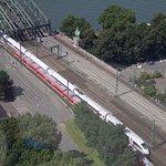 Blick vom Triangelturm auf die Bahnstrecke Richtung Deutz