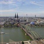 Blick auf die Kölner Altstadt und den Dom